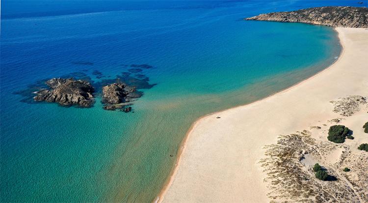 Rilassati nelle incantevoli spiagge bianche